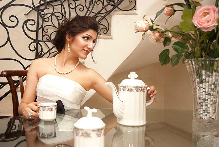 shilpa_ahuja_black_white_dress_royal_princess_having_tea_party_photo_shoot_pearl_look