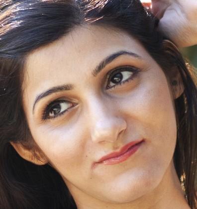 shilpa_ahuja_makeup_smiling_model_face