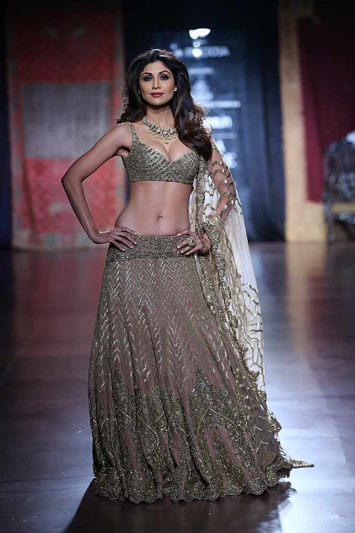 Rimple Harpreet Narula Fashion Show 2015 At Aicw2015