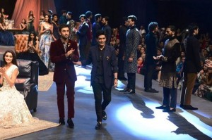 showstopper_manish_malhotra_ranbir_kapoor_lakme_fashion_week_2015_winter