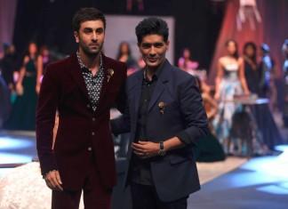 showstopper_manish_malhotra_ranbir_kapoor_lakme_fashion_week_2015_winter_velvet_crimson_suit
