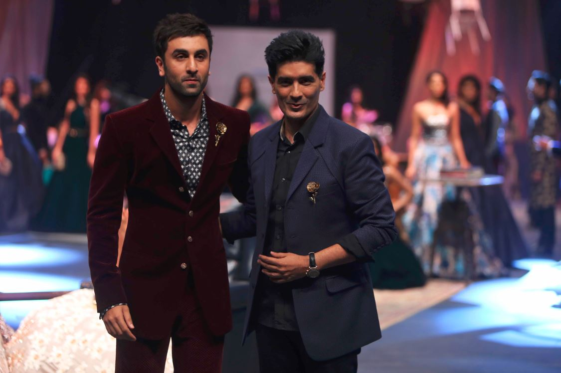showstopper_manish_malhotra_ranbir_kapoor_lakme_fashion_week_2015_winter_velvet_crimson_suit