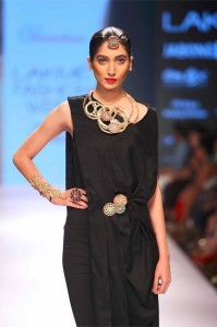 vasundhara_2015_collection_lakme_fashion_week_winter_black_dress_jewelry