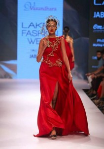 vasundhara_2015_collection_lakme_fashion_week_winter_necklace_asymmetric_dress_triangle_jewelry_modern