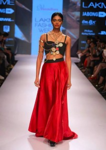 vasundhara_2015_collection_lakme_fashion_week_winter_red_skirt_jewelry