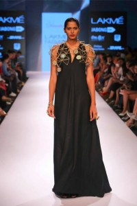 vasundhara_mantri_lakme_fashion_week_winter_2015_collection_black_dress_jewelry