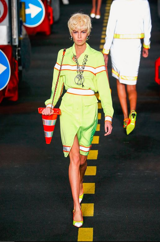 06-moschino-spring-summer-2016-rtw-construction-inspired-traffic-cone-bag-caution-tape