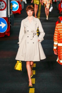 17-moschino-fashion-show-spring-summer-2016-rtw-trench-coat-construction-inspired-pumps-yellow-black