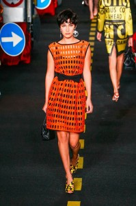 19-bella-hadid-moschino-couture-ahead-spring-summer-2016-rtw-construction-orange-fence-dress-yellow-shoes