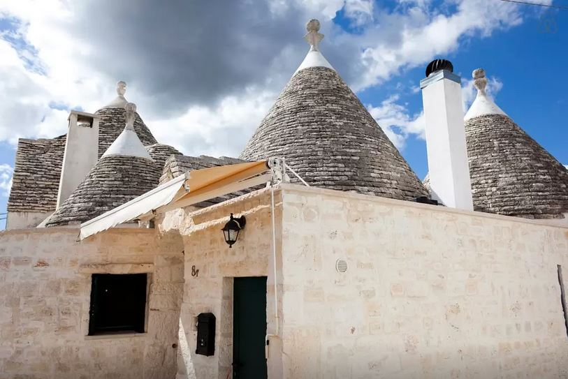 Trullo-1800-Itria-Valley-Cisternino-Brindisi-Apulia-Italy-airbnb-beautiful-castle-white-retreat