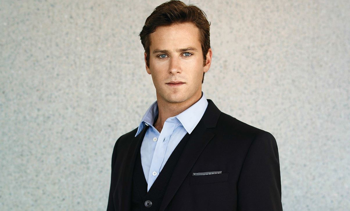 armie-hammer-sexy-suit-sexiest-actors-in-hollywood-hot-actor-men-movie-star-recent-hairstyle-man-from-uncle
