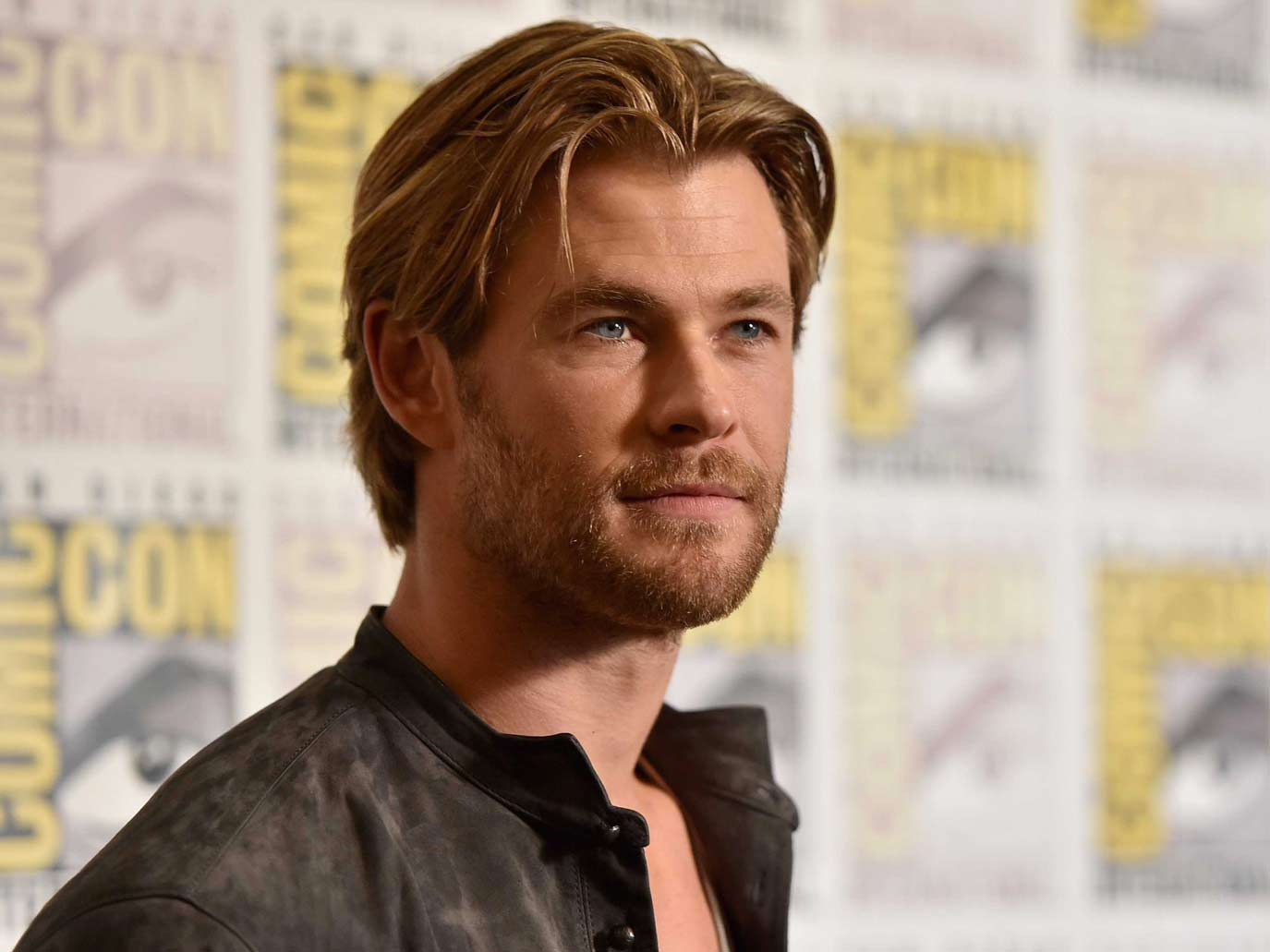chris-hemsworth-sexy-jacket-hollywood-hot-sexiest-actor-men-movie-star-recent-suit-watch-handsome-best-hairstyle