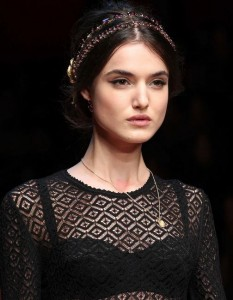 hair_accessories_trend_2015_2016_latest_top_best_womens_couture_dolce_gabbana_embellished_headbands