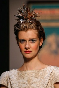 hair_accessories_trend_2015_2016_latest_top_best_womens_couture_schiaparelli_tiara_