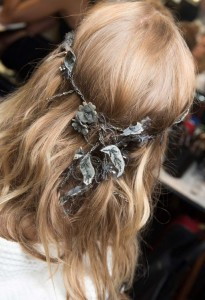 hair_accessories_trend_2015_2016_latest_top_best_womens_couture_versace_floral_vine_headband_beaded