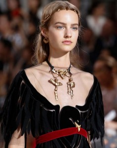 hair_accessories_trend_2015_2016_latest_top_best_womens_valentino_gold_exotic_couture_roman_jewelry