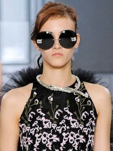 latest-sunglasses-trends-best-top-fall-2015-winter-2016-giambattista-valli-couture-large-round