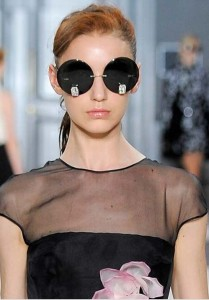 latest-sunglasses-trends-best-top-fall-2015-winter-2016-giambattista-valli-couture-large-round-black