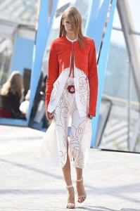 london-fashion-week-ready-to-wear-spring-summer-2016-best-looks-white-culottes-scarf-red-jacket