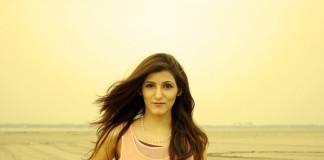 shilpa_ahuja_fashion_lifestyle_blogger_india-yellow_pic-pink-top-venus-necklace