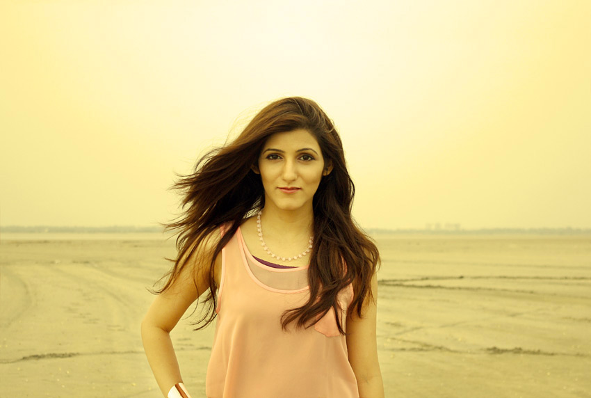 shilpa_ahuja_fashion_lifestyle_blogger_india-yellow_pic-pink-top-venus-necklace