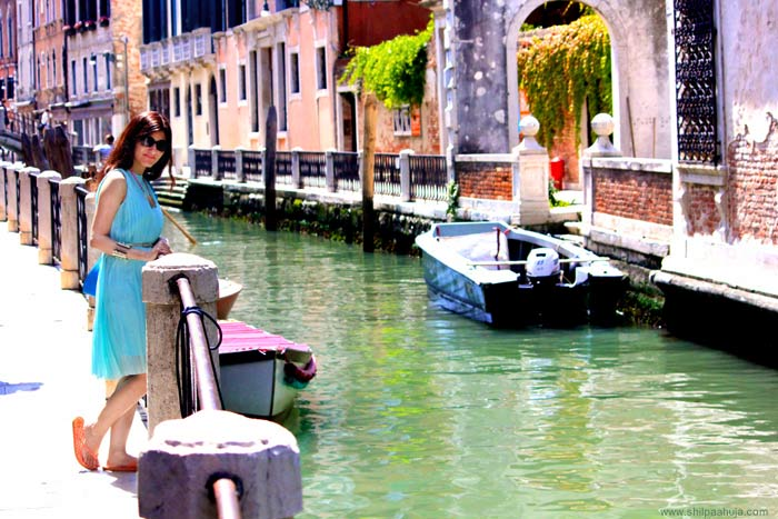 shilpa_ahuja_venice_travel_blue_dress