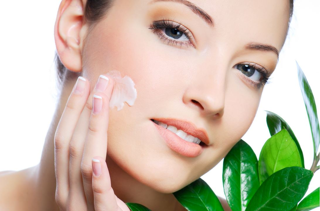 skin-care-tips-face-massage-aloe-vera