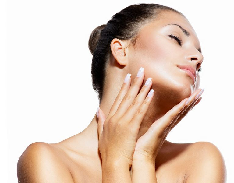 skin-care-tips-facewash-massage-face-girl