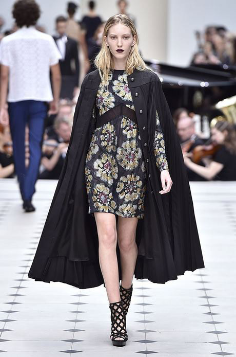 top-best-fashion-trends-outfits-dresses-london-fashion-week-spring-summer-2016-cape-jacket-burberry__