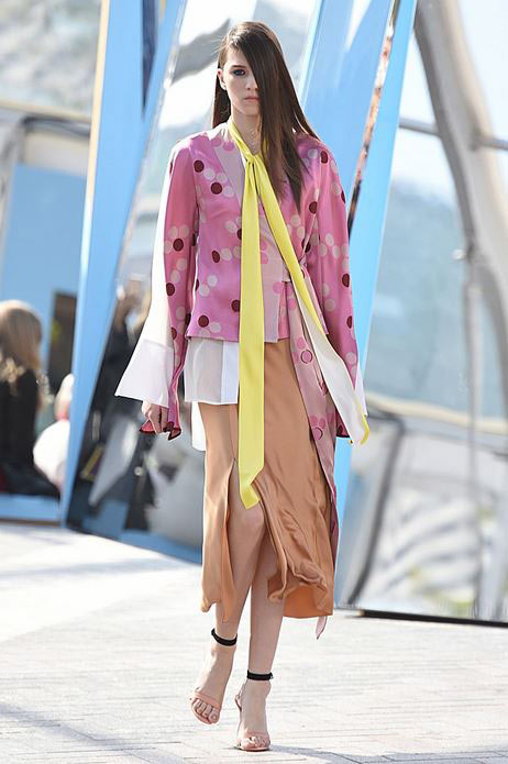 top-best-fashion-trends-outfits-dresses-london-fashion-week-spring-summer-2016-skinny-scarf-jonathan-saunders_