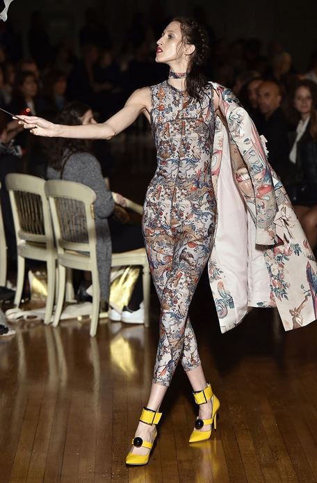 top-best-fashion-trends-outfits-dresses-london-fashion-week-spring-summer-2016-thick-ankle-strap-with-large-front-buckle-heels-giles_