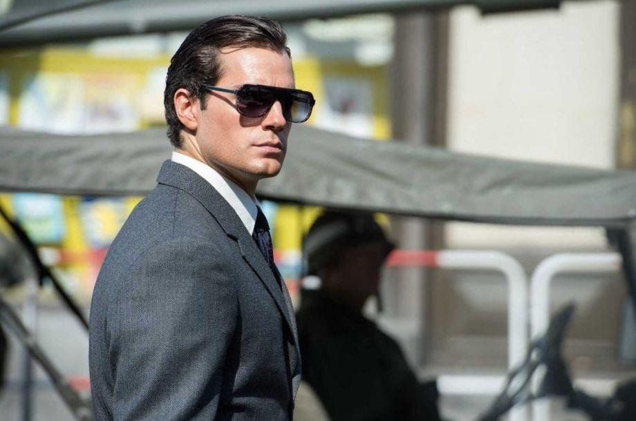 uncle_movie_fashion_napoleon_solo_grey_suit_tie_80s_sunglasses_latest_trend
