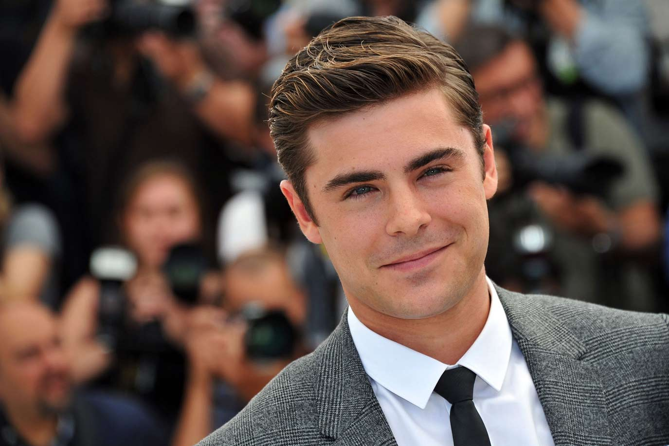 zac-efron-sexy-suit-hollywood-hot-sexiest-actor-men-movie-star-recent