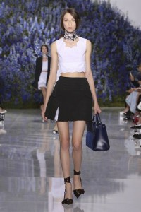 04-dior-spring-summer-2016-rtw-fashion-show-paris-week-black-skirt-white-crop-top-blue-bag-runway