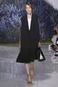 07-dior-spring-summer-2016-rtw-fashion-show-paris-week-brown-shoes-thick-ankle-strap-bag