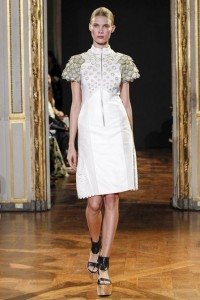 07-rahul-mishra-spring-summer-2016-ready-to-wear-white-yellow-dress-honeycomb-architecture-applique-shoulders