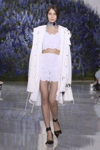 08-dior-spring-summer-2016-rtw-fashion-show-paris-week-all-white-choker-necklace