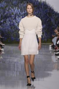 09-dior-spring-summer-2016-rtw-fashion-show-paris-week-knit-crop-sweater-baroque-necklace