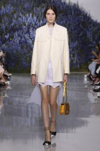 11-dior-spring-summer-2016-rtw-fashion-show-paris-week-all-white-look-jacket-mini-yellow-bag