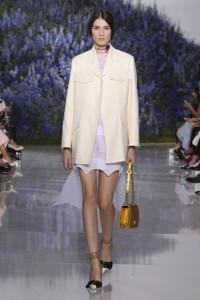 11-dior-spring-summer-2016-rtw-fashion-show-paris-week-all-white-look-jacket-mini-yellow-bag