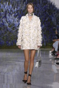 16-dior-spring-summer-2016-rtw-fashion-show-all-white-look-texture-jacket-black-shoes-ankle-strap