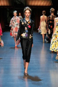 17-dolce-and-gabbana-spring-summer-2016-black-embroidery-capris-suit-cropped-jeadband