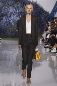 19-dior-spring-summer-2016-look-black-blazer-trousers-pants-yellow-gold-bag