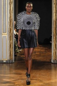 20-rahul-mishra-spring-summer-2016-black-pleated-dress-parametric-architecture-geometric-fashion