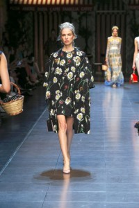 33-dolce-and-gabbana-spring-summer-2016-floral-dress-overcoat-jacket-bag