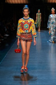 38-dolce-and-gabbana-spring-summer-2016-fringe-tassle-shorts-top-print-italian-inspiration-yellow