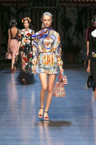 61-dolce-and-gabbana-spring-summer-2016-print-romper-bucket-bag-low-heels-scarf
