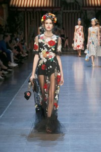62-dolce-and-gabbana-spring-summer-2016-embroidery-red-flowers-black-sheer-tulle-dress
