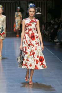 64-dolce-and-gabbana-spring-summer-2016-red-flower-print-midi-dress-hairstyle-bun-scarf