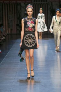 76-dolce-and-gabbana-spring-summer-2016-black-lace-top-wheel-mini-skirt-headband